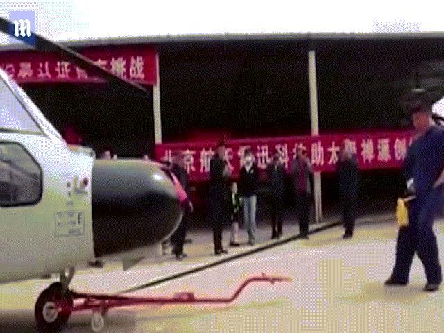 """Video: Máy bay """"xé"""" mây kì ảo chưa từng thấy trên trời - 2"""