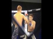 Thể thao - MMA: 14 giây vừa knock-out, vừa cứu đối thủ 1 mạng
