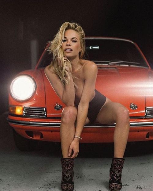 """Ngắm vẻ thiêu đốt của mẫu Playboy trót """"nghịch dại"""" - 3"""