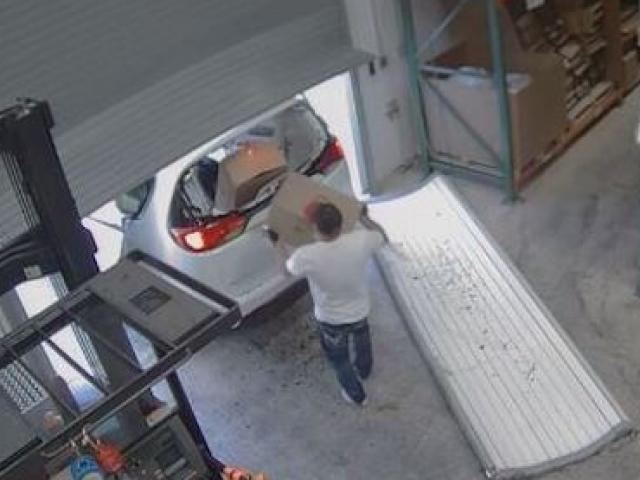 Trộm đột nhập ăn cắp... 3 vạn chiếc bao cao su