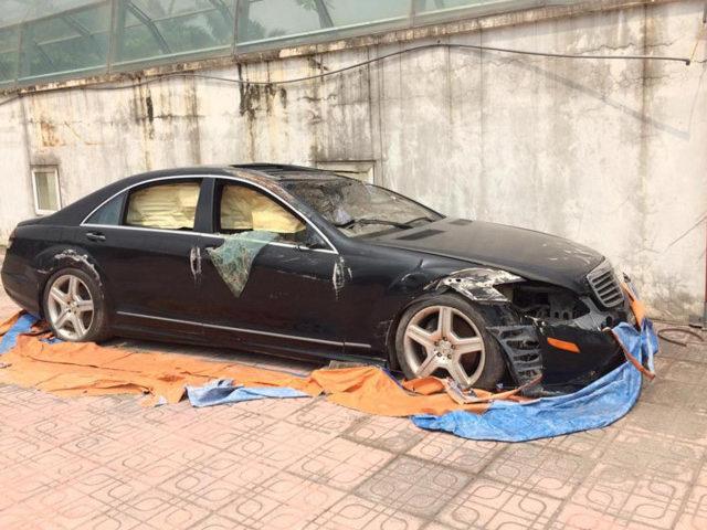 Xót xa Mercedes-Benz S550 bị bỏ hoang ở Hà Nội
