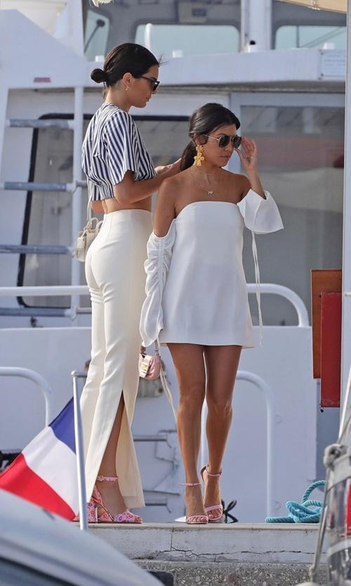 """Phát ghen vì chị gái Kim vừa yêu được """"phi công"""" vừa mặc cực chất! - 12"""