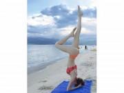 Kiều nữ Việt tập yoga, trồng cây chuối điêu luyện