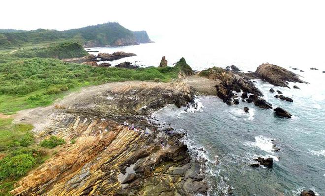 Bãi đá Móng Rồng - thung lũng tình yêu trên đảo Cô Tô - 1