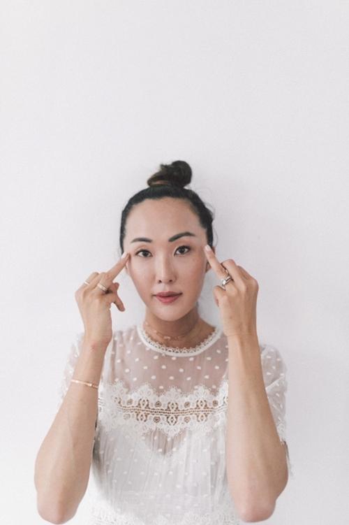 Nếu chưa biết bôi kem dưỡng đúng điệu, học ngay người đẹp gốc Hàn! - 4