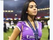 Bóng đá - Tin HOT bóng đá tối 4/6: Ronaldo trao huy chương cho bạn gái