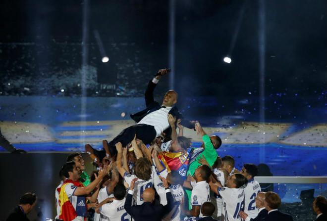 """Real Madrid rước cúp C1: Nữ thần Cibeles chào đón """"Những người hùng"""""""