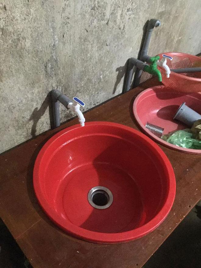 Chồng tự chế bồn rửa bát để vợ đỡ đau lưng gây sốt - 4