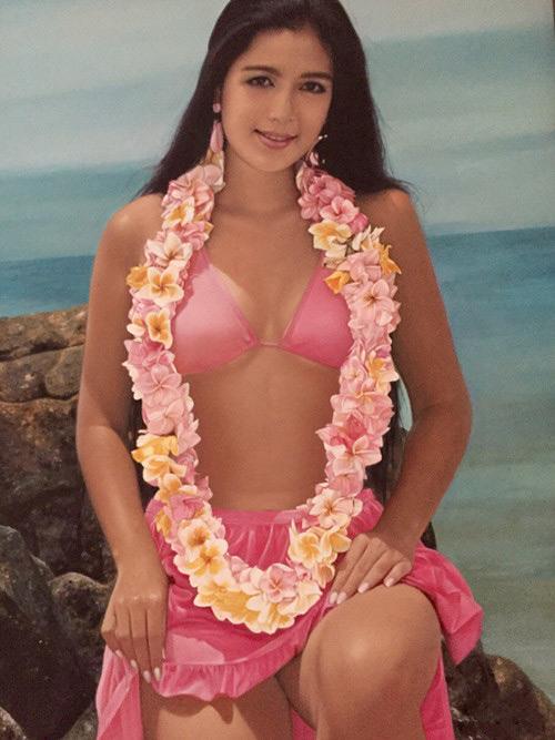 """30 năm trước, """"nữ hoàng ảnh lịch"""" đã táo bạo thế này khi đi biển - 1"""