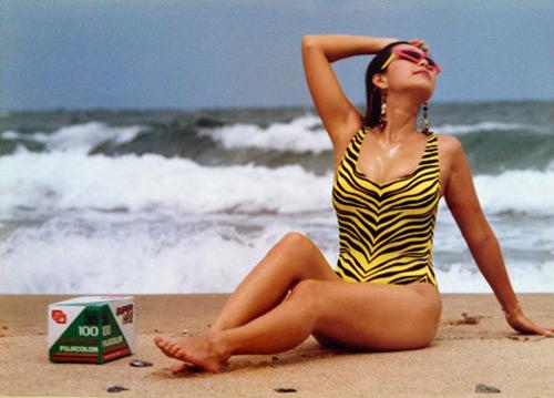 """30 năm trước, """"nữ hoàng ảnh lịch"""" đã táo bạo thế này khi đi biển - 4"""