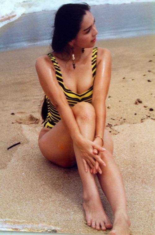 """30 năm trước, """"nữ hoàng ảnh lịch"""" đã táo bạo thế này khi đi biển - 3"""