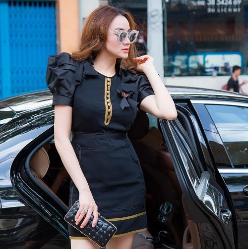 """Bóc giá váy áo hàng hiệu """"nâng tầm đẳng cấp"""" của Trang Nhung - 5"""