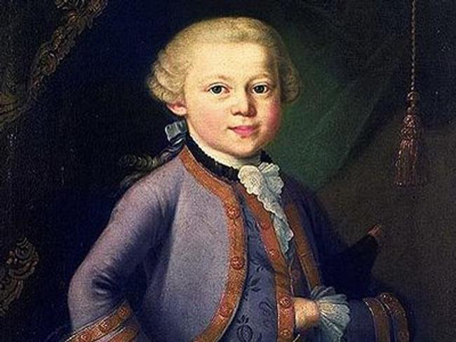 1. Đại thiên tài âm nhạc Wolfgang Amadeus Mozart. Mozart chơi ghi ta năm 3 tuổi, lên 6 tuổi ông bắt đầu soạn nhạc. Bản giao hưởng đầu tiên được trình diễn năm 8 tuổi và tác phẩm opera khi ông 12 tuổi. Ông qua đời năm 35 tuổi với hơn 600 tác phẩm kinh điển được để lại.