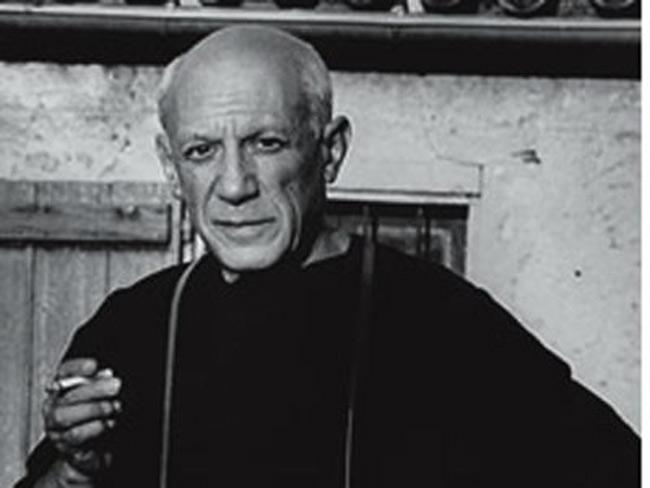 3. Nhà nghệ thuật vĩ đại nhất thế kỷ 20, Pablo Picasso. Tài năng thiên phú của ông được bộc lộ khá sớm. Năm 15 tuổi, bức vẽ  The First Communion  đã tạo tiếng vang lớn trong giới hội họa khi đó. Ông là 1 trong những người đồng sáng lập ra trường phái lập thể trong hội họa và điêu khắc. Picasso là 1 trong 10 họa sĩ vĩ đại nhất thế kỷ 20 do Tạp chí Times, Anh bình chọn.