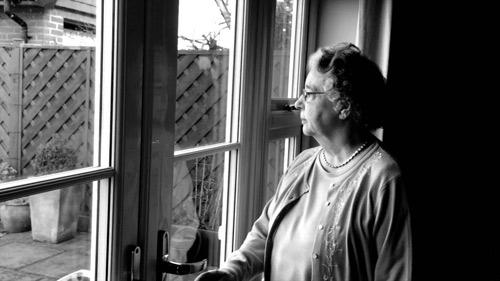 Cảnh báo: Người cô đơn tăng 30% nguy cơ bị đột quỵ - 1
