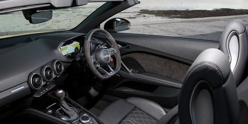 Audi TT RS 2017 có giá từ 2,3 tỷ đồng - 3