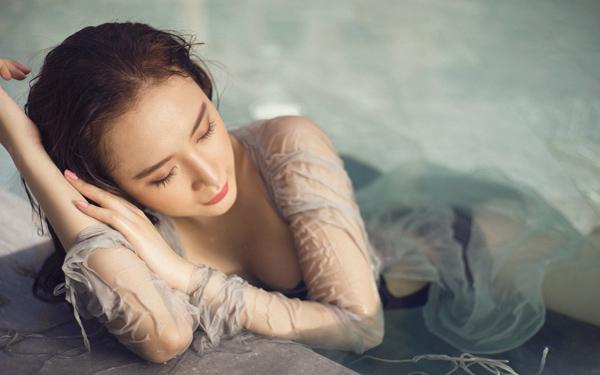 """Cả hồ bơi """"đứng hình"""" vì Angela Phương Trinh diện áo tắm mỏng manh - 6"""
