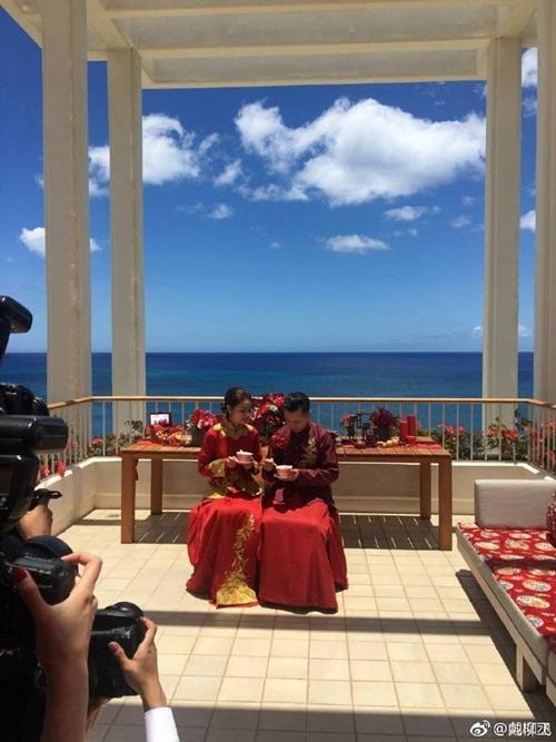 Mỹ nữ Tây Du Ký say đắm hôn tỷ phú USD trong lễ cưới chính thức - 22