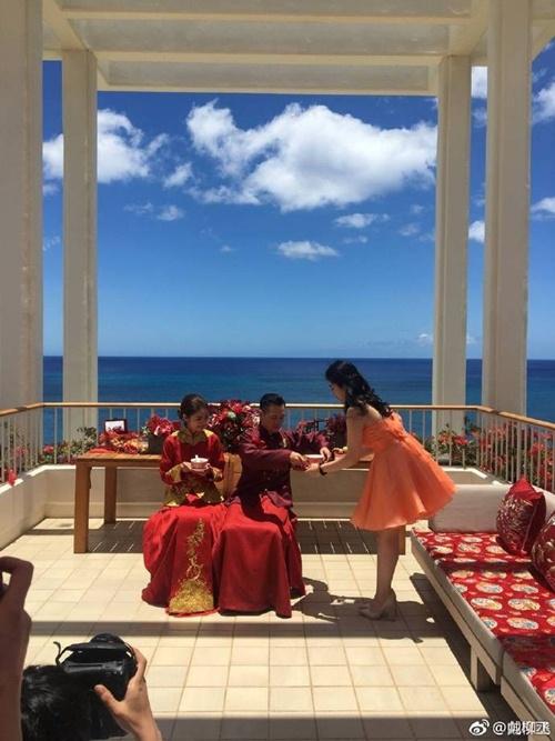 Mỹ nữ Tây Du Ký say đắm hôn tỷ phú USD trong lễ cưới chính thức - 24