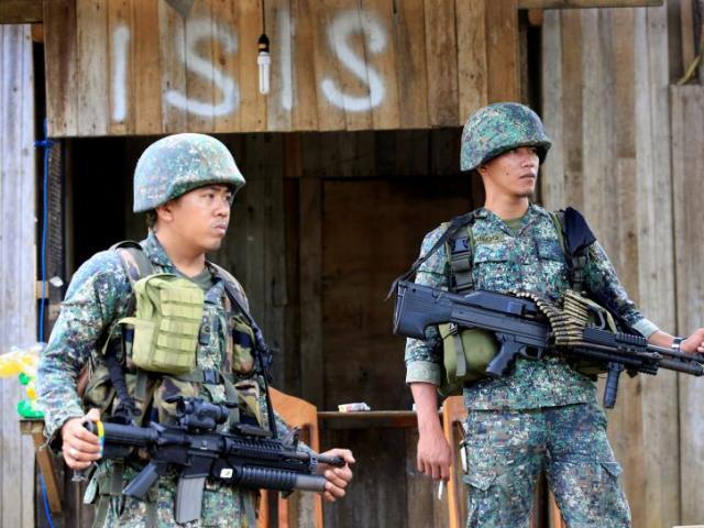 Chạy trốn lính Philippines, IS bỏ lại đống tiền 36 tỷ đồng - 3