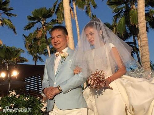 Mỹ nữ Tây Du Ký say đắm hôn tỷ phú USD trong lễ cưới chính thức - 2
