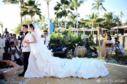 Mỹ nữ Tây Du Ký say đắm hôn tỷ phú USD trong lễ cưới chính thức - 3