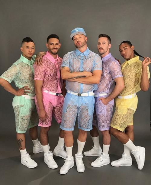 Trời nóng đến mức anh em cũng phải mặc quần xuyên thấu! - 5