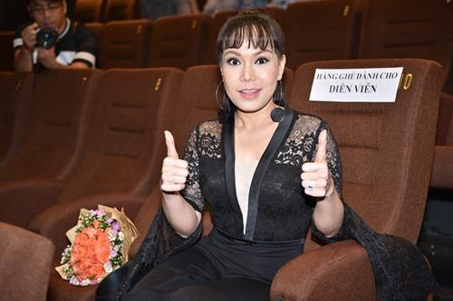 Bó ngực suốt 20 ngày đóng phim, Việt Hương rơi lệ kể khổ - 2