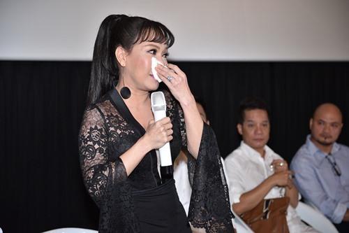Bó ngực suốt 20 ngày đóng phim, Việt Hương rơi lệ kể khổ - 3
