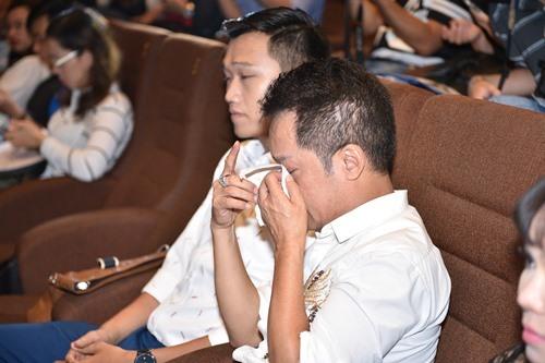 Bó ngực suốt 20 ngày đóng phim, Việt Hương rơi lệ kể khổ - 6