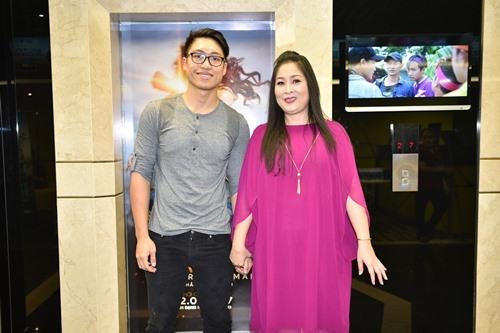 Bó ngực suốt 20 ngày đóng phim, Việt Hương rơi lệ kể khổ - 8