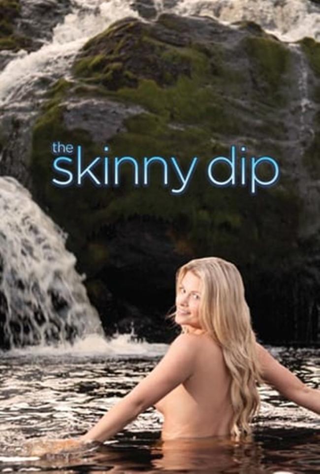 Eve Kelly được nhiều người biết đến khi làm host cho chương trình truyền hình thực tế của Canada  The Skinny Dip . Đây là chương trình du lịch và phiêu lưu qua nhiều địa danh trên thế giới do Eve  cầm trịch . Khi dừng chân tại một địa điểm nào đó, cô gái trẻ sẽ mời gọi người dân địa phương cùng mình đến hồ nước nổi tiếng trong vùng để  tắm tiên .