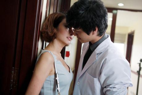 Cảnh diễn tình tứ của Huỳnh Anh và các người đẹp chẳng kém Hoàng Oanh - 10