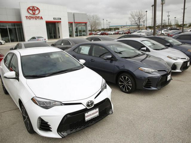 Doanh thu Toyota đang giảm sút mạnh - 1