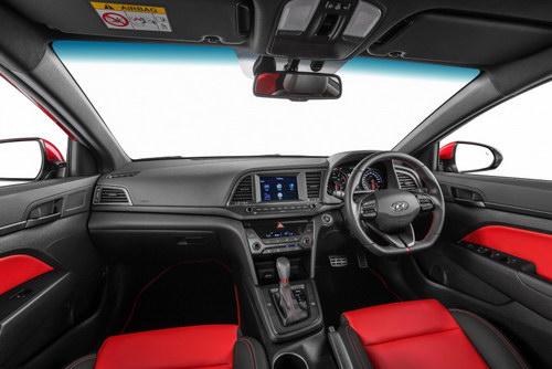 Hyundai Elantra 2017 có giá từ 637 triệu đồng - 2