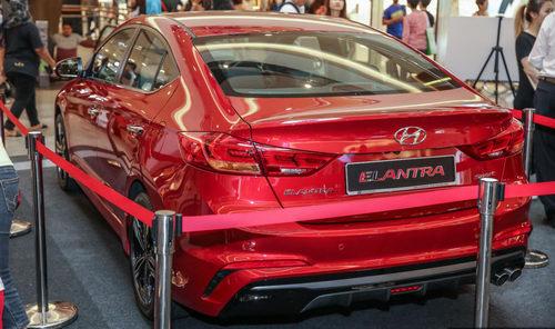 Hyundai Elantra 2017 có giá từ 637 triệu đồng - 3