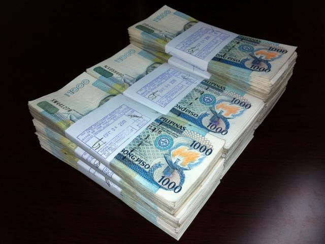 Chạy trốn lính Philippines, IS bỏ lại đống tiền 36 tỷ đồng