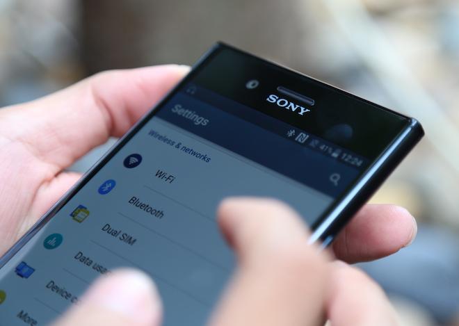 """Sony công bố giá bán của smartphone """"khủng"""" Xperia XZ Premium - 1"""