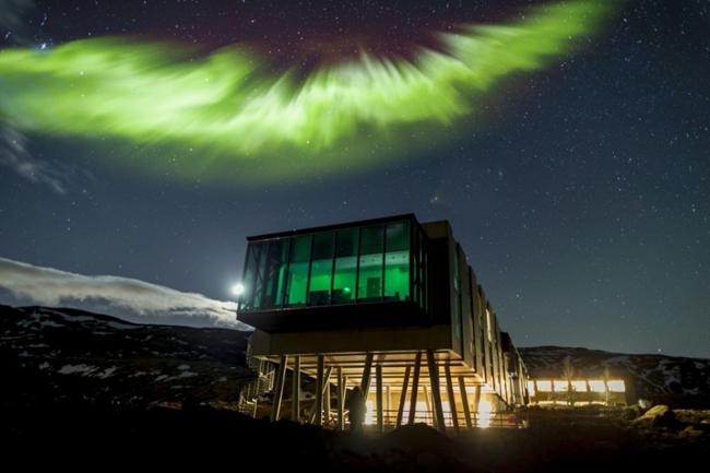 Đây là địa điểm hoàn hảo để vừa nhấm nháp một ly cocktail, vừa chiêm ngưỡng Bắc Cực quang.