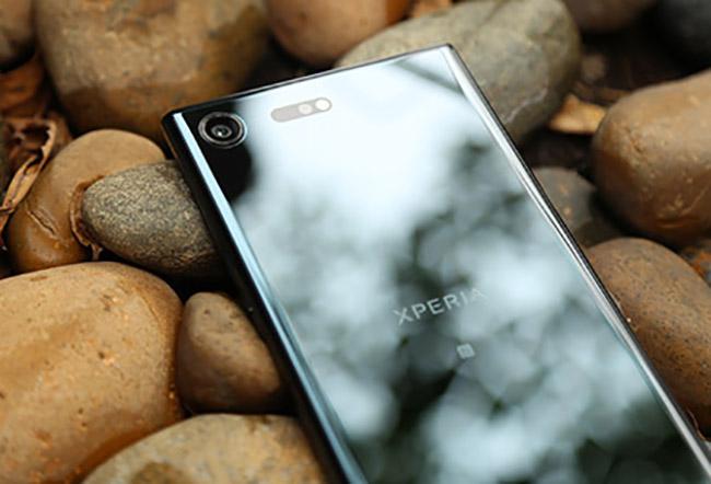 Sony Xperia XZ Premium & nbsp;là phiên bản kế nhiệm & nbsp;của & nbsp;Xperai XZs với sự nâng cấp từ màn hình Full HD lên màn hình 4K.