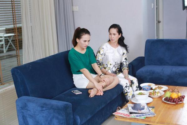 Lộ cảnh nàng dâu Minh Vân đi sắm xe với mẹ chồng - 1