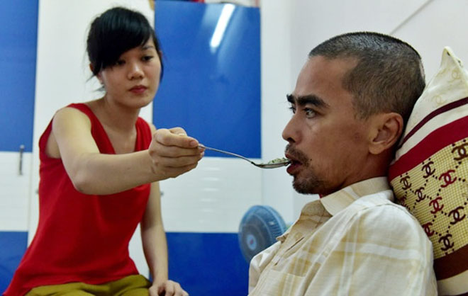 Thực hư tin vợ Nguyễn Hoàng ôm con bỏ đi khi chồng thoi thóp bệnh tật - 1