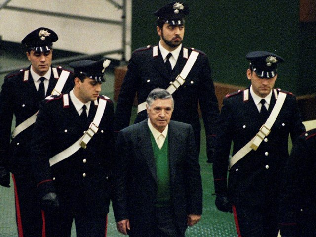 """""""Bố già của mọi bố già"""" ở Ý bất ngờ được ra tù trước hạn - 1"""