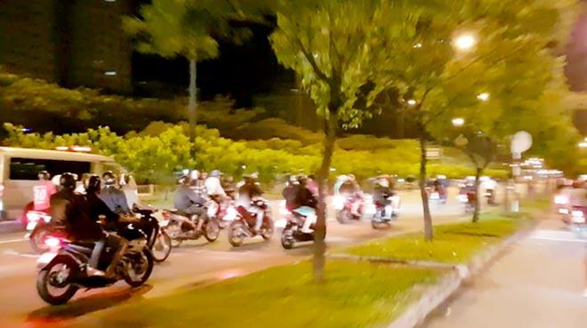 """200 quái xế đua xe """"liên quận"""" ở TP HCM - 1"""
