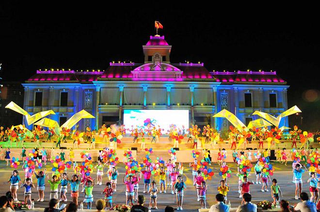 Tưng bừng 'quẩy nắng' tại Festival biển NhaTrang 2017 - 1