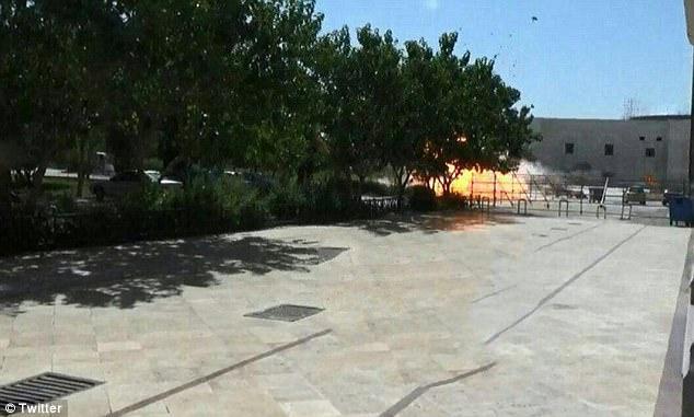 Xả súng, đánh bom tự sát rúng động trong quốc hội Iran - 2