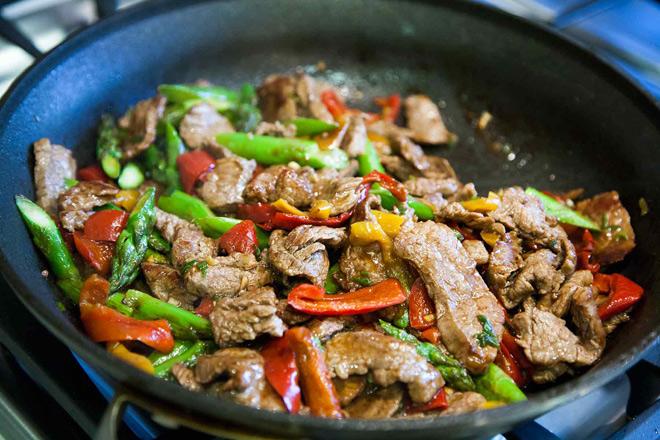 Bữa tối ngon hết ý với thịt bò xào ớt mềm ngon, bắt mắt - 2