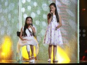 """Ca nhạc - MTV - Cô bé 12 tuổi gãy chân vẫn hát rock """"máu lửa"""" khiến khán giả phát cuồng"""