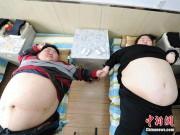 Cặp vợ chồng trẻ cùng nhau giảm 200kg để sinh con
