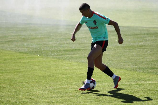 Ronaldo được rao bán cho MU: Vì Real đã có người thay thế - 3